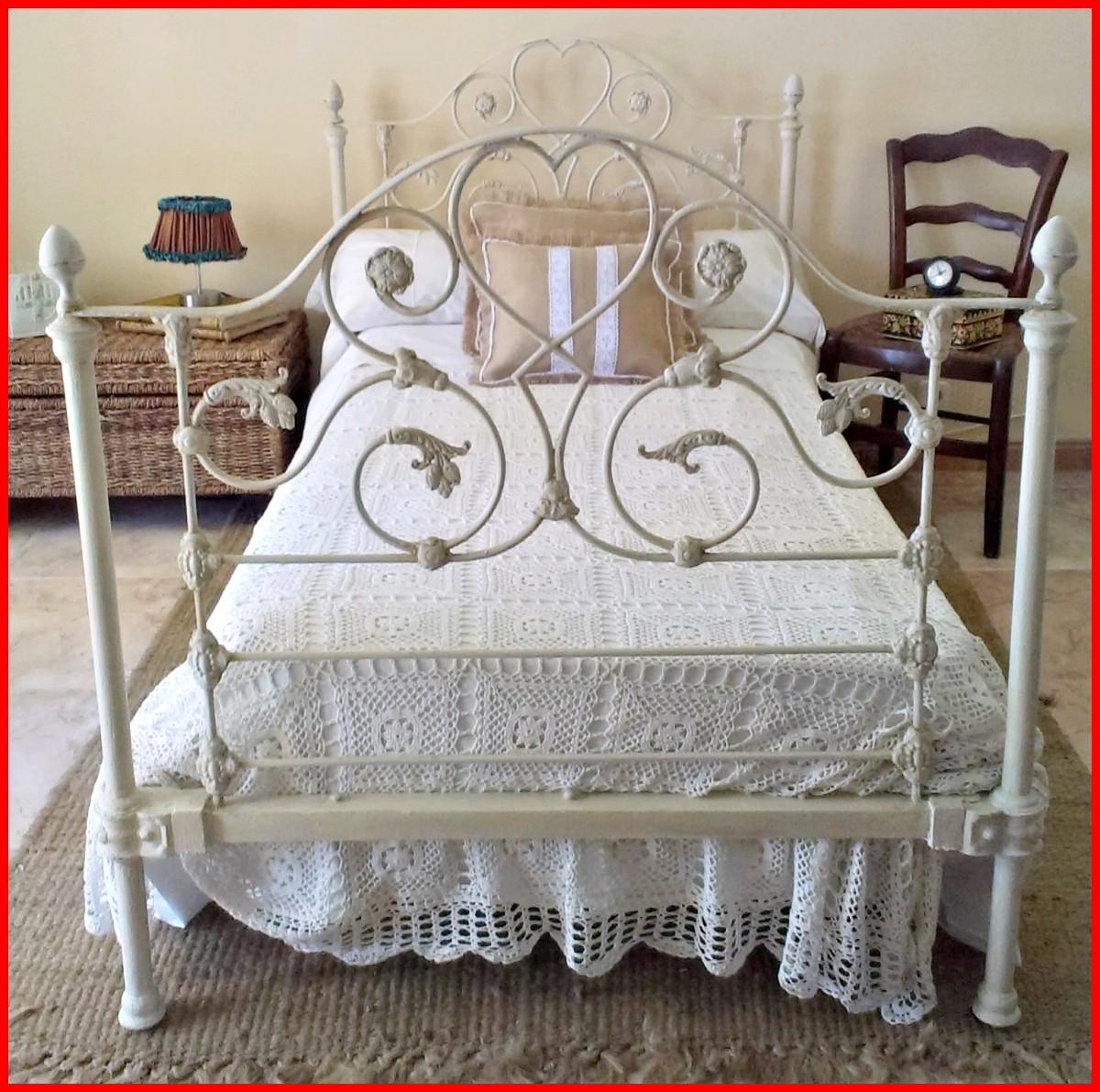 camas antgiuas de cobre