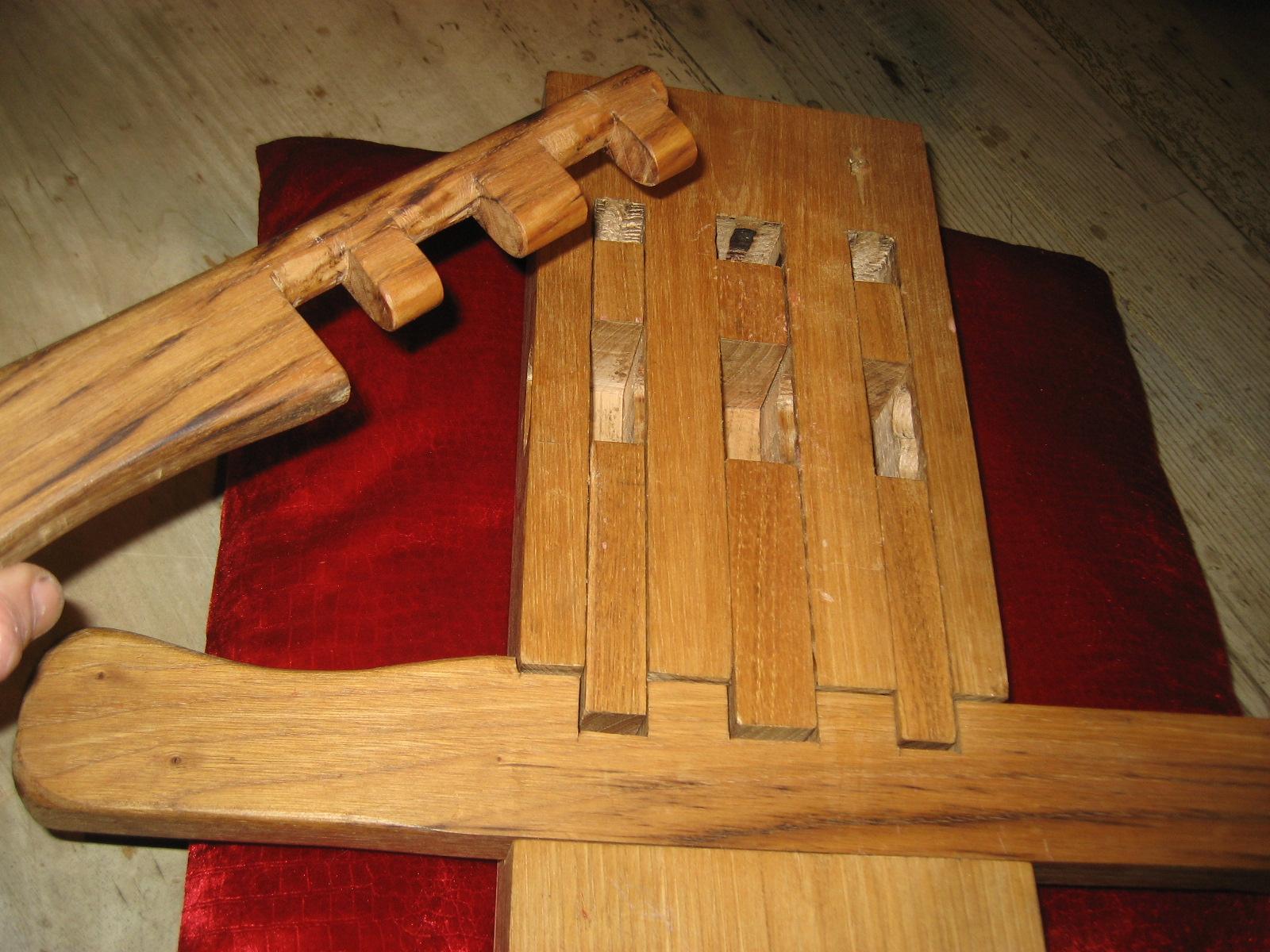 cerraduras antiguas de madera