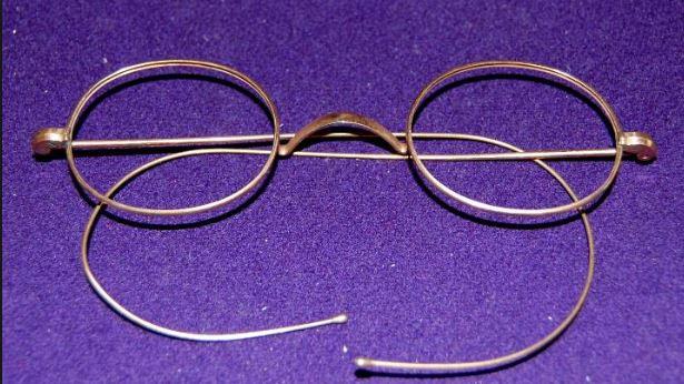 gafas antiguas de oro