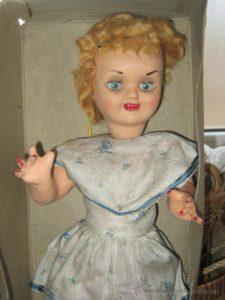 muñecas antiguas de carton